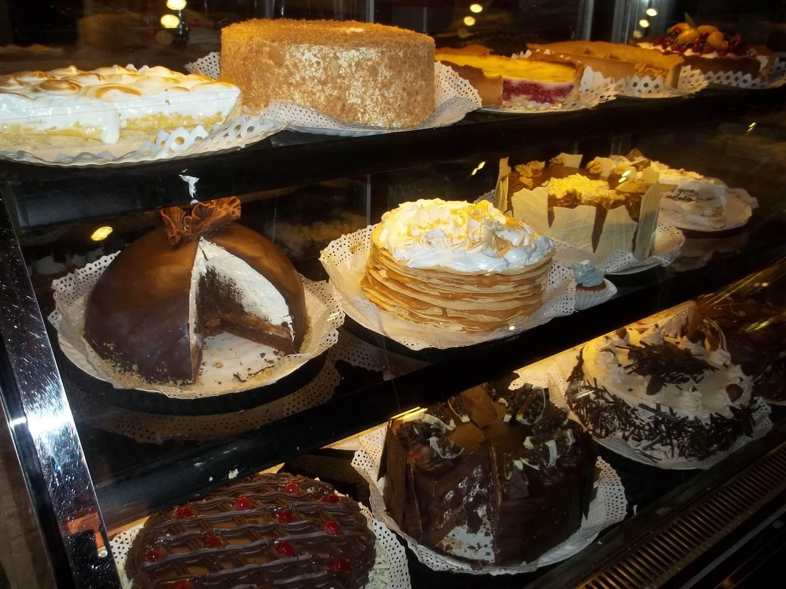 As gigantescas e deliciosas tortas do Cassis - Crédito da foto: Fabiana Gigli