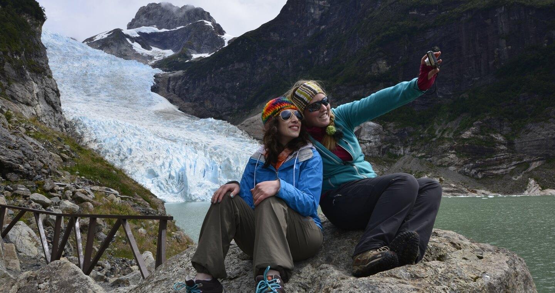 Pausa para fotos no glaciar de Balmaceda