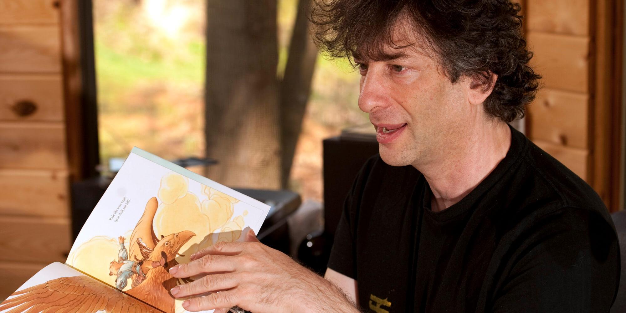 O multipremiado Neil Gailman durante sua passagem por Paraty