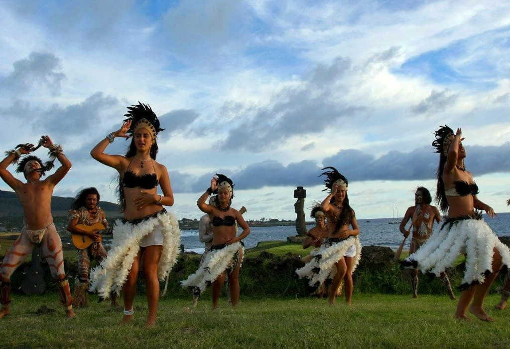 Dancers_Rapa_Nui_Easter_Island_Chile-1400x700